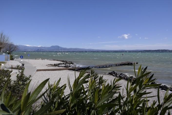spiaggia moniga del garda