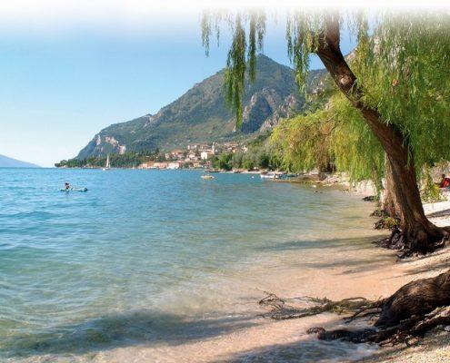il ponte 25 aprile sul lago di Garda spiaggia
