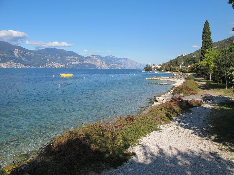 wine tasting-lake Garda